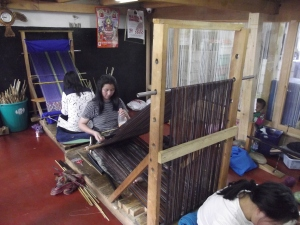 Weaving at Changzamtog